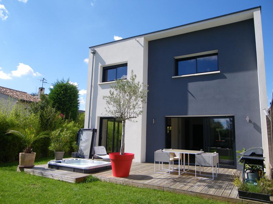 Grand 39 rue immobilier maison poitiers for Maison contemporaine poitiers